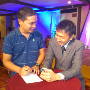 edWIN Soriano, Author of Pangalang Pinoy, giving an autograph to Bo Sanchez