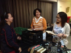 HALIKA-Book bargain hunters: Rezza, Sunny and Mon