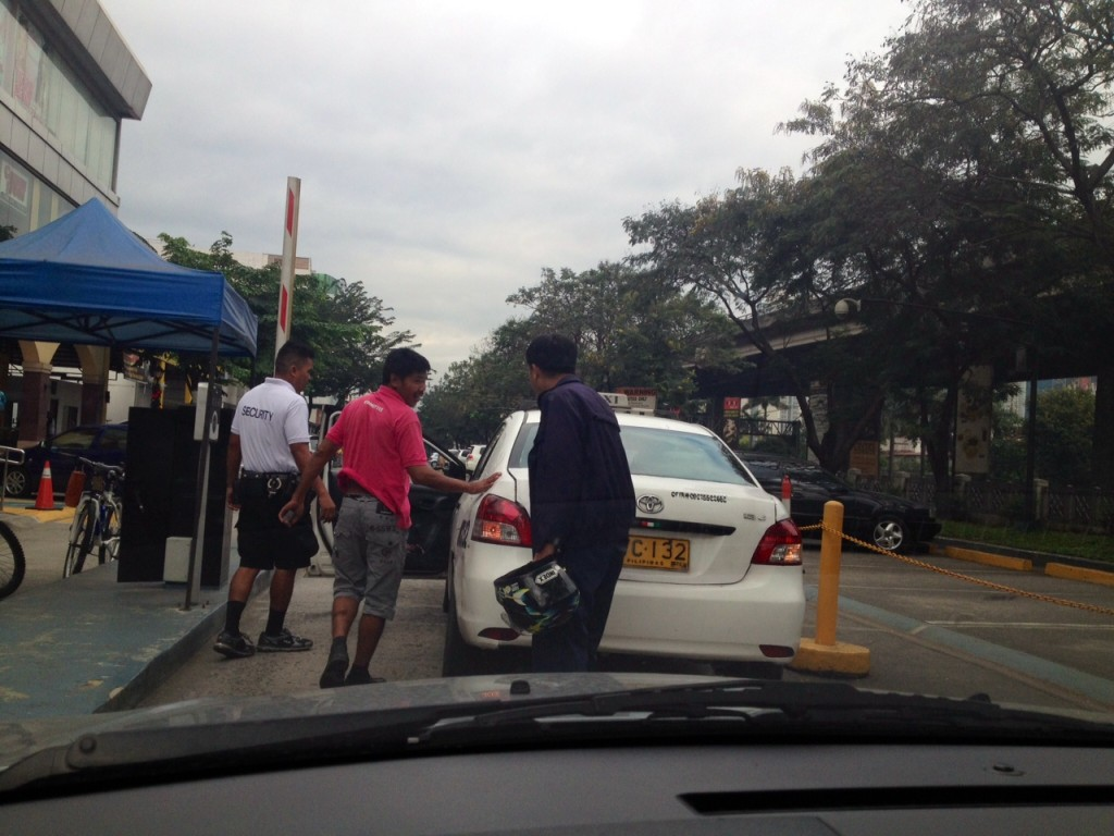 They agree to push the taxi further into the parking lot of Paseo de Magallanes